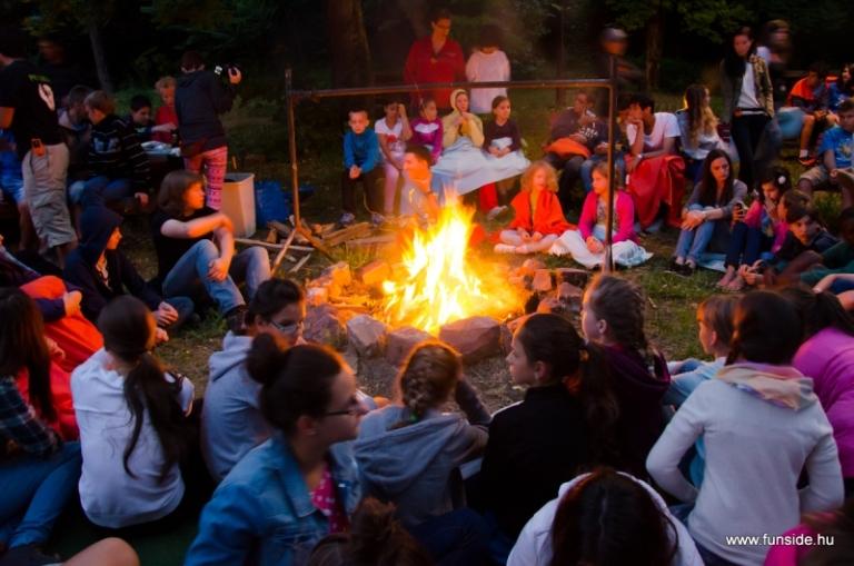 Balatoni este a funside nyári táborban