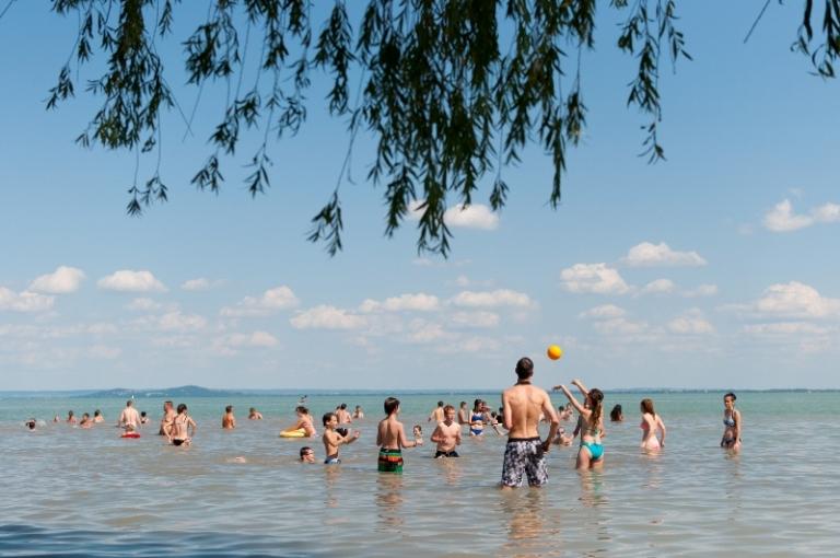 Funside tábor, Csobbanás a Balatonban
